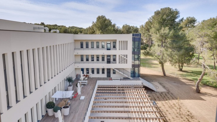 🎬 Aix-en-Provence : Newton Offices Golf des Milles se dévoile en images